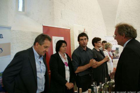 Wein-in-der-Burg-001